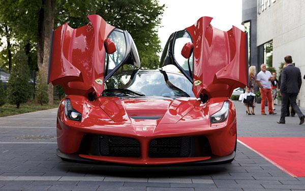 Weltweit größte Ferrari-Vertretung: Saggio lud zur Auto-Party