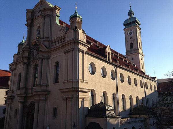 st-bapist-kirche-fotocredit-exklusiv-muenchen