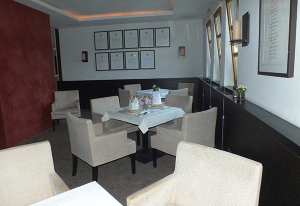 restaurant am golfclub stra lach. Black Bedroom Furniture Sets. Home Design Ideas