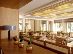 Traditionelle japanische Esskultur: Restaurant Emiko im Louis Hotel