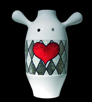 Vase mit Herz-Botschaft: Bisazza zum Valentinstag