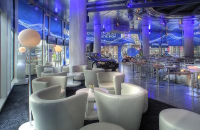 Holger Stromberg eröffnet sein 1. Café bei BMW am Lenbachplatz