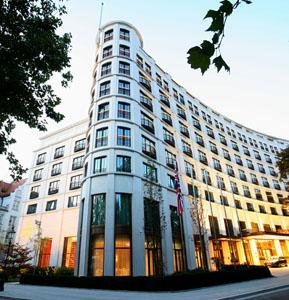 Münchens schönste Terrassen: Restaurant DAVVERO vom Charles Hotel eröffnet die Grillsaison
