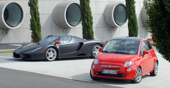 Der neue Luxus-Fiat 'Rosso Corsa: 100 PS gehüllt in 'Ferrari Enzo Rot' wird es nur 250 x geben