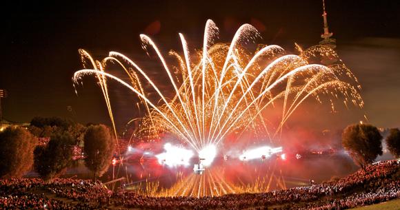 Münchner Sommernachtstraum feierte den FC Bayern mit dem größten Feuerwerk der Stadt