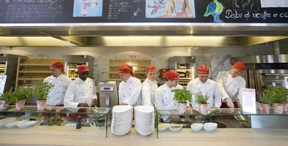 Vapiano-Mania in München: Viertes Vapiano Restaurant eröffnet am Pasinger Bahnhof
