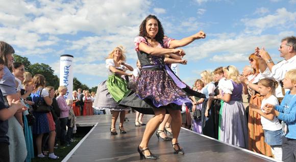 Vorentscheid für Deutschlands größtes Dirndl-Casting made by Trachten Angermaier