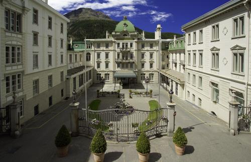 Goldene Herbsttage im Engadin: Grand Hotel Kronenhof Pontresina verführt zum Wellnessen mit Berg- und Gletschersicht