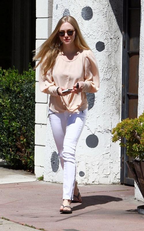 Amanda Seyfried: Stylt sich im White Summer 2011 Trend