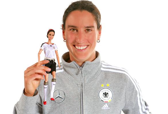Birgit Prinz: Eigene Barbie-Puppe als Glücksbringer für Fußball-WM
