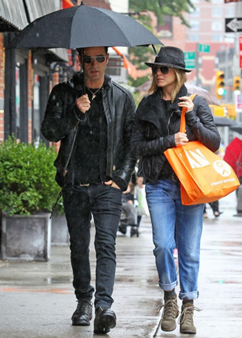 Jennifer Aniston & Justin Theroux setzen Herbst-Mode-Trend
