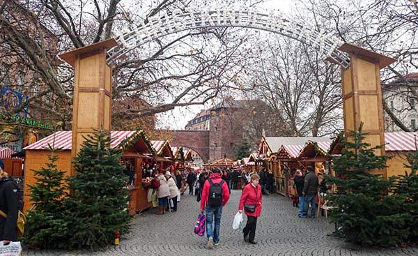 Christkindlmarkt-am-sendlinger-Tor-Eingang