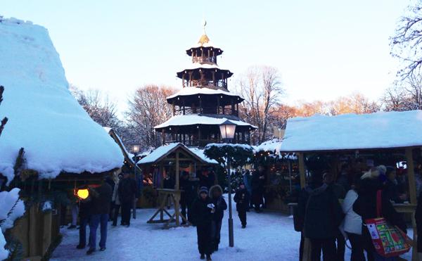 Weihnachtsmarkt Am Chinesischen Turm.Weihnachtsmarkt Chinesischer Turm Exklusiv Muenchen Exklusiv