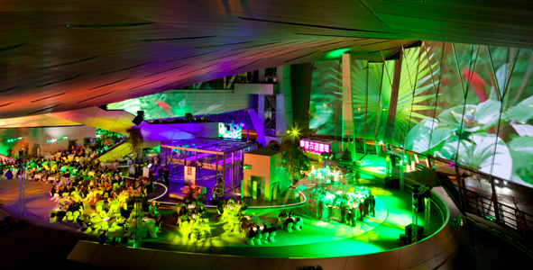 Silvester in München: Partynacht mit Gong 96,3 in der BMW Welt