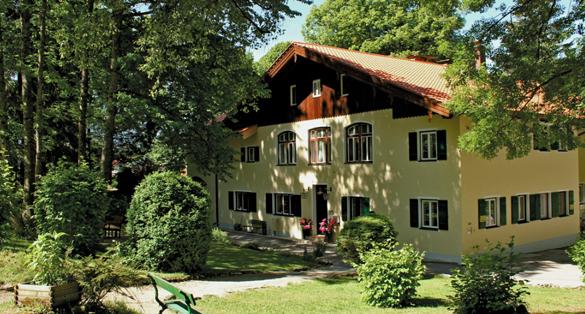Bayerns renommierteste Führungskräfte-Akademie startet 2012 mit über 1000 Seminartagen