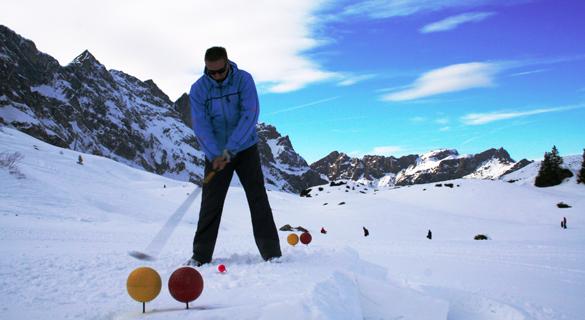 Wintergolf & längste Fackelabfahrt der Welt: Die Schweiz ruft!
