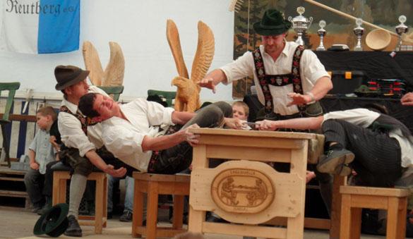 Alles übers Fingerhakeln: Bayerische Meisterschaft in Lenggries