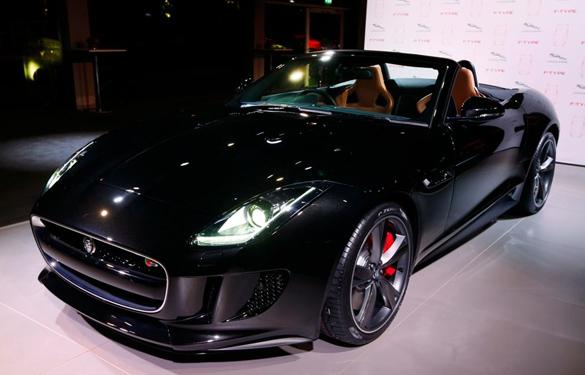 Pariser Autosalon 2012: Weltpremiere des neuen Jaguar F-TYPE mit Auftritt von Lana del Rey