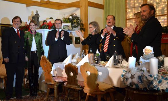 Weihnachtsmarkt auf Gut Aiderbichl: Opening mit Roger Moore, Daryl Hannah und Franco Nero