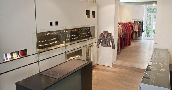 Artefakt: Münchner Institution für Textil- und Schmuckdesign