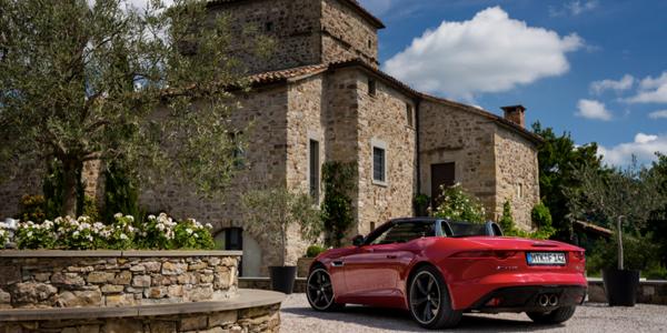 Der neue Jaguar F-TYPE: Mehr als eine Testfahrt in Italien