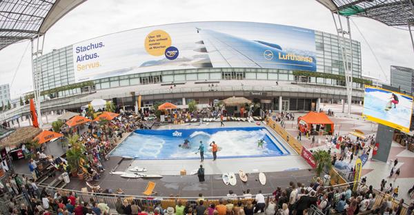 Münchens coolster temporärer Strand: Wellenreiten am Flughafen