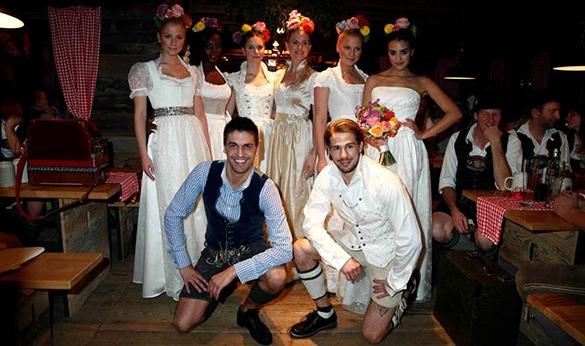 Exklusive Festtags- und Brautdirndl-Modenschau: Designer Daniel Fendler ist zurück