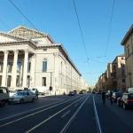 Maximilianstrasse ist Münchens teuerste Einkaufsstrasse. Hier gibt die meisten Shoperöffnungen München