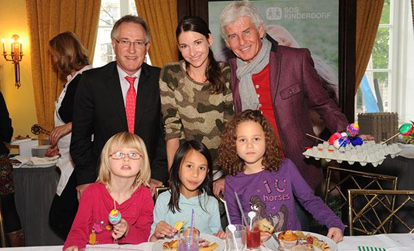 8. Osterbasteln mit Prominenten im Hotel Bayerischer Hof
