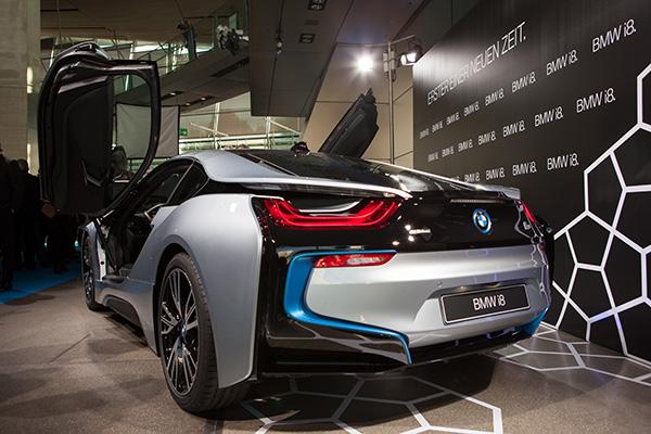 Mit BMW on demand kann man sich diesen PS-Boliden zur eigenen Stadtrundfahrt ausleihen!