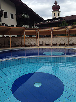 Posthotel-Achenkirch-YingYang-Pool-Fotocredit-exklusiv-muenchen