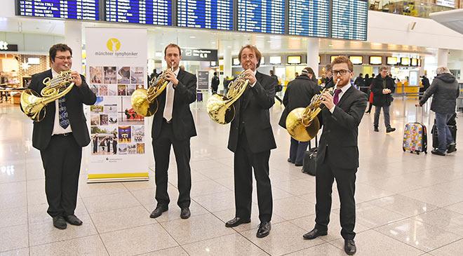 Münchner Symphoniker am Flughafen. Fotocredit: Alex Tino Friedel - ATF Pictures