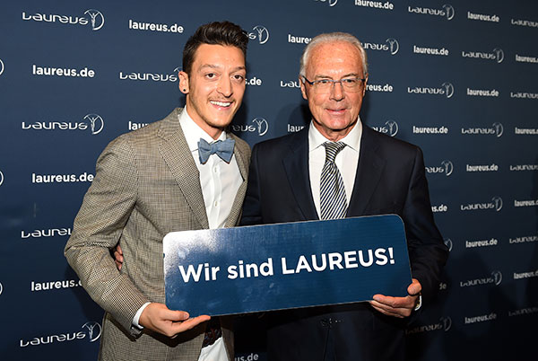 10. Laureus Medien Preis: Ehrenpreis für Mesut Özil und Blitzbesuch von Franz Beckenbauer