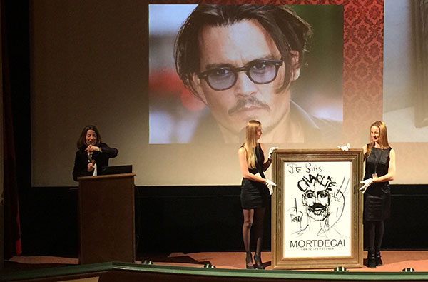 Mortdecai-Premiere in München: Johnny Depp malt für Benefizauktion