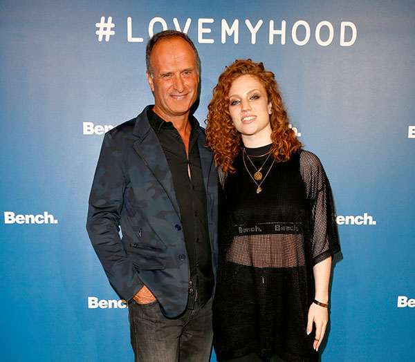 Bench-CEO-and-Chairman-Bruno-Saelzer-with-Grammy-award-winner-Jess-Glynne-Fotocredit-API