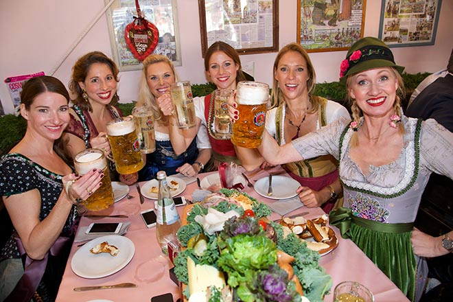 Oktoberfest-Bier-Kaefer