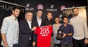 Andi Jung vom FC Bayern mit Hublot CEO Ricardo Guadalupe