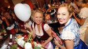 Oktoberfest Dirndl Trends: Trachtige Party im Emporio Armani Caffé