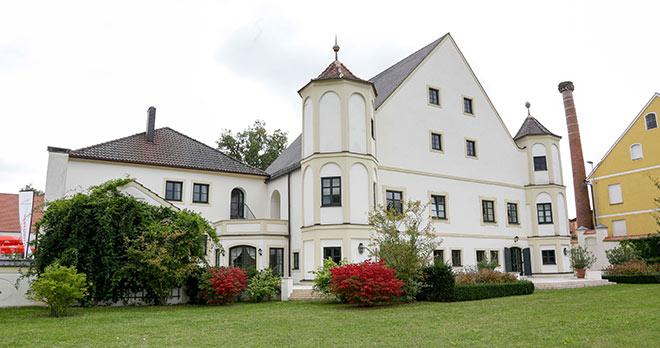 Schloss Pörnbach ist wieder bis 6. November 2016 zum Mekka für zeitgenössische Kunst. Fotocredit: BrauerPhotos