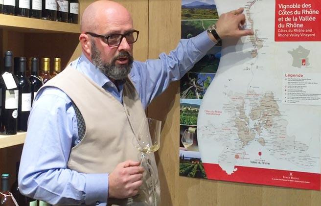 Weinexperte Harald Scholl startete die Tour für französische Weine in München im Weinreich!