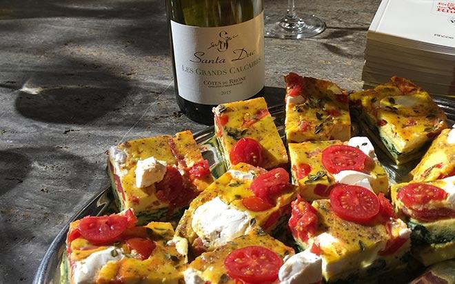 Weinexperte Harald Scholl kredenzte im Münchner Weinladen Weinreich zu einem typische französischen Schicht-Omlett den Weißwein 'Domaine Santa Duc, Les Grands Calcaires' - 2015, VK-Weinreich-Preis: 9,20 Euro