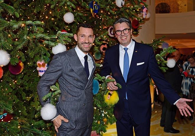 Luden zum 'Christmas-Tree-Lighting' Cocktail-Empfang: Mandarin Oriental, Munich General Manager Wolfgang Greiner (rechts) mit Patrick Huber, FENDI Store Manager München. Fotocredit: Irmi Gessner