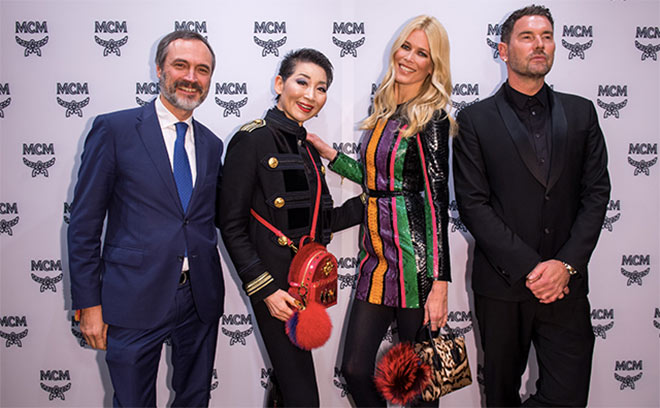Model-Ikone Claudia Schiffer kam extra aus London zu MCM München. Hier mit Paolo Fontanelli (MCM), Suy-Joo (MCM) und Designer Michael Michalsky. Fotocredit: Lennart Preis / GettyImages