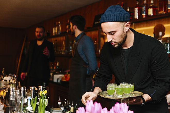 'Nouri' wurde letztes Jahr zum besten World Class Bartender gewählt. Ab sofort kreiert er Cocktails in Charles Schumann's Bar. Fotocredit: Tanja Huber