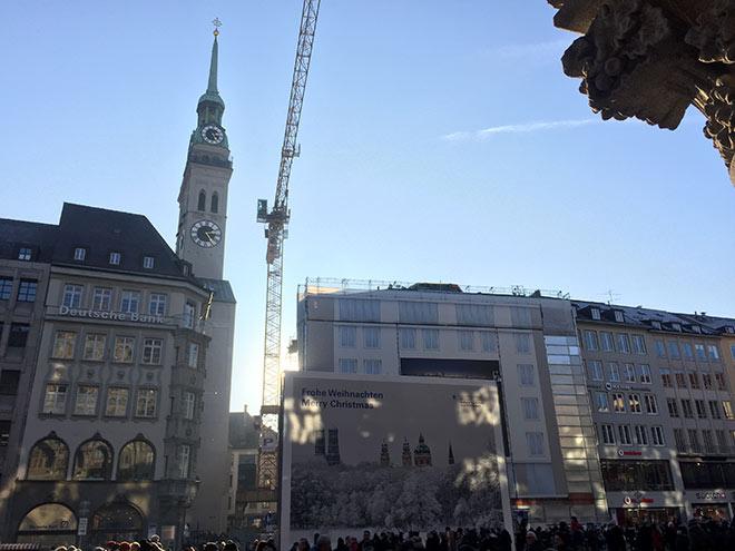 Noch steht der Kran, aber mit BEYOND by Geisel entsteht die erste Luxus-Stadtresidenz am Marienplatz.