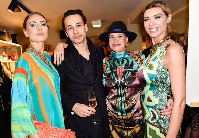 Im Malediven Feeling: Barbara und Marvin Herzsprung mit Miranda Konstantinidou-Models