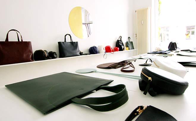 Die gebürtige Münchnerin Bea Bühler arbeitet und lebt in Paris. Mit dem Pop-Up-Store verkauft sie jetzt ihre Designertaschen temporär in München.