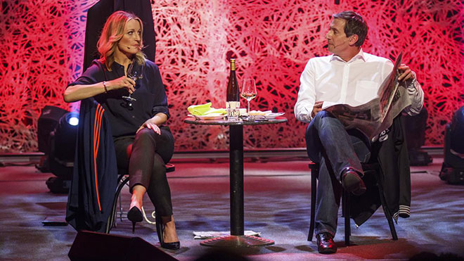 Viktor Gernot und Monika Gruber während der 'Kuess die Hand'-Aufführung für ServusTV im Orpheum Graz. Fotorechte: © ServusTV / Erwin Scheriau