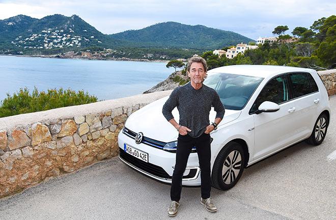 Seit 1972 kommt Peter Maffay nach Mallorca, wo er auch den neuen e-Golf testete. Fotocredit: J. Reetz/Brauer Photos für Volkswagen