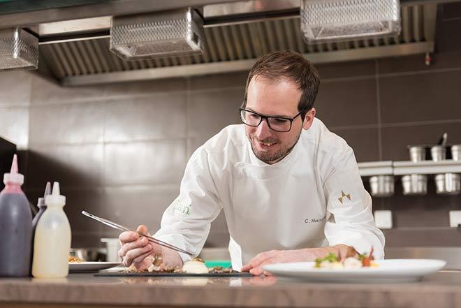 Tian München Chef de Cuisine Christoph Mezger zaubert Spargelrezepte